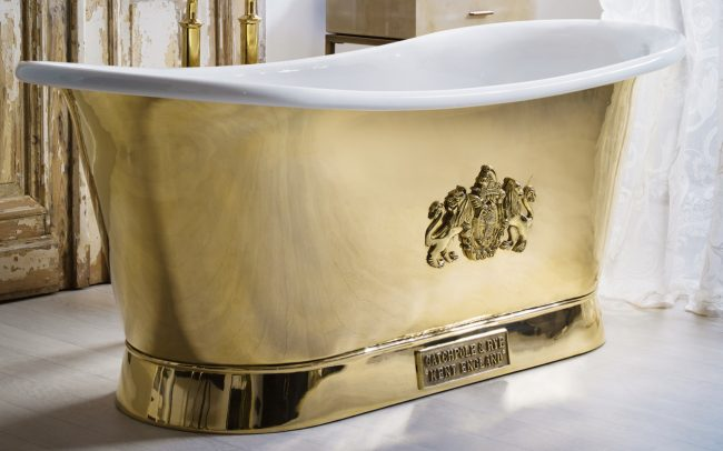 BATHS-BESPOKE-CREST-POLISHED-BRASS-EXTERIOR-WITH-ENAMEL-INTERIOR-THE-BRASS-BATEAU_1440x810_acf_cropped